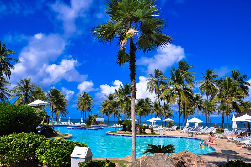piscina-bar-frente-mar
