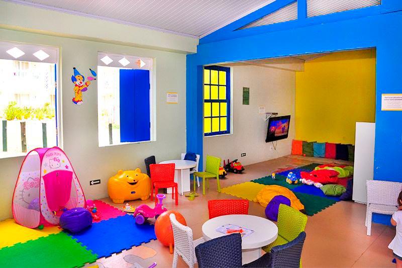 Espaço para crianças com proteção e diversão