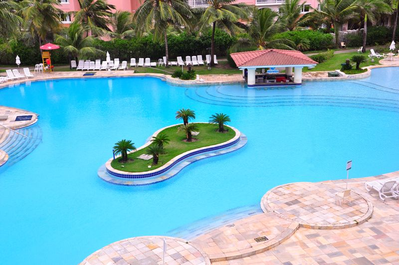 Ilha da piscina na piscina principal